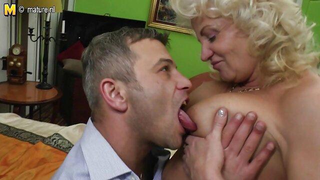 Perfekt reife frauen junge männer pornos geformte Blondine macht sexy lapdance