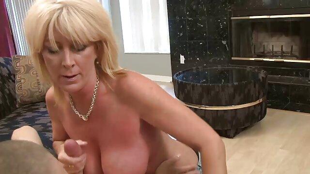 Blondine spielt mit Ihrer rosa jung und alt pornos pussy