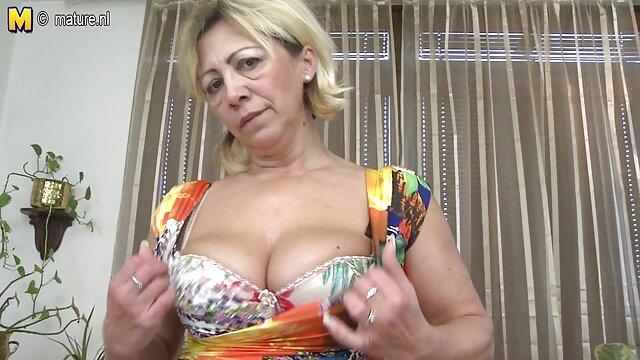 Oma in Strümpfen alt fickt jung pornos masturbiert